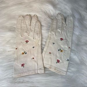 Vintage French Embroidered White Leather Gloves